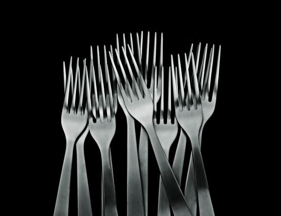 Forks_on_black