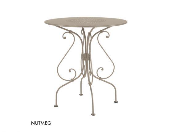1900 67 Table Nutmeg
